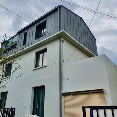 Surélévation d'une maison en ossature bois finition Zinc par l'entreprise ML OSSATURE située à Quincy-voisins 77860 (Ile-de-france)