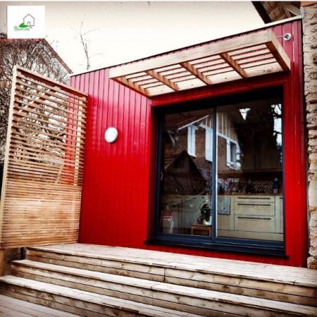 Pose d'un bardage bois couleur rubis par l'entreprise ML OSSATURE située à Quiny-Voisins 77860